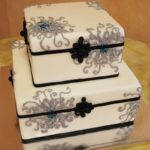 Fondant Boxes with Chrysanthemum Piping
